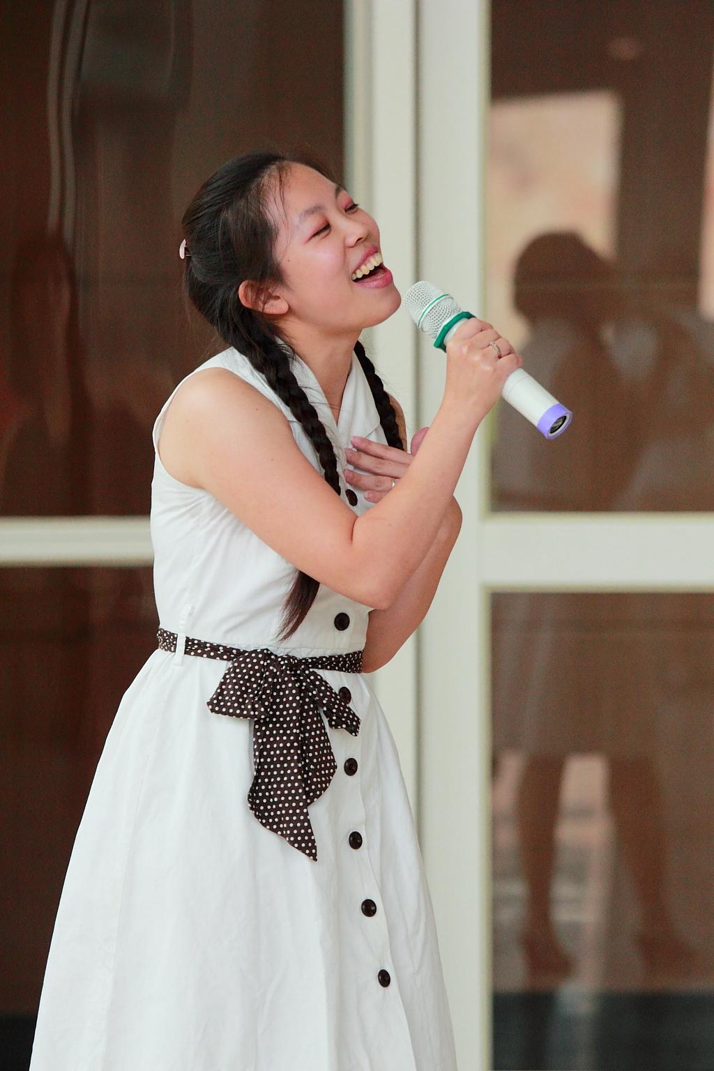 唱一首赞美的歌歌谱 高清图基督教歌曲等候神 基督教复活节舞蹈